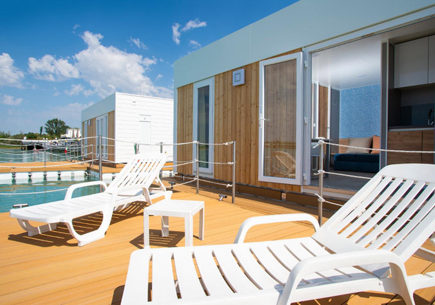 Il floating resort del Porto turistico Marina Uno