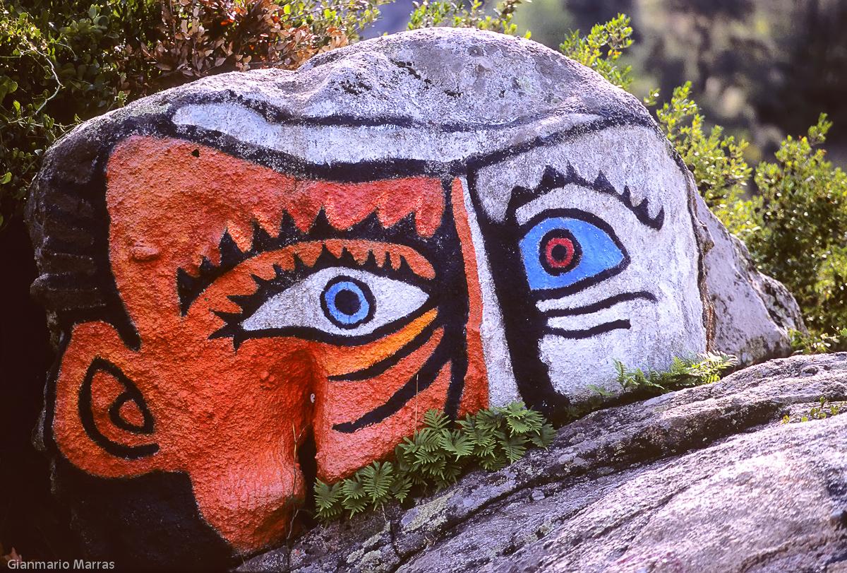 Supramonte - Murale dipinto su una pietra presso Orgosolo