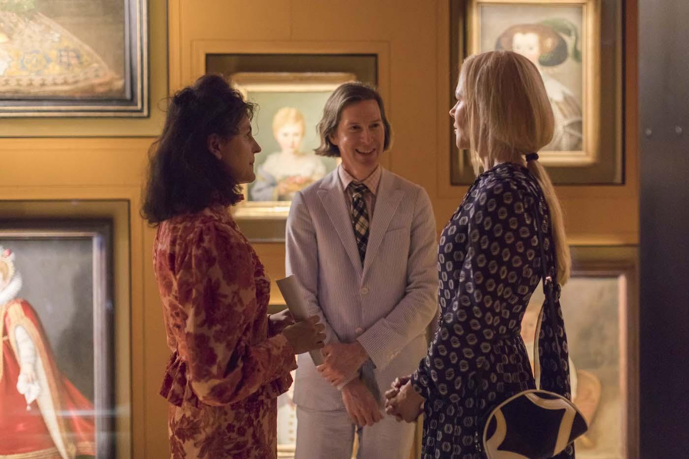 """Juman Malouf e Wes Anderson insieme all'attrice Nicole Kidman all'inaugurazione della mostra """"Il sarcofago di Spitzmaus e altri tesori"""""""