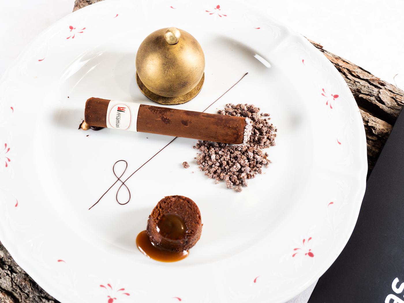 """""""Sigaro"""" di cioccolato fondente, cocco, tabacco e rum"""